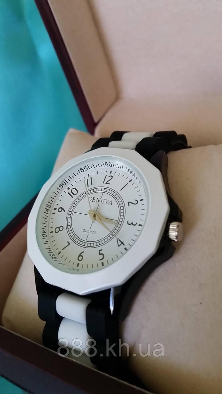 Часы женские GENEVA белый/черный реплика