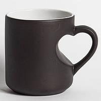 Чашка хамелеон ручка-серце черная. Чашка магическая