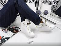Женские белые сникерсы на танкетке 6 см, эко кожа /  женские сникерсы на подошве 2.5 см, модные