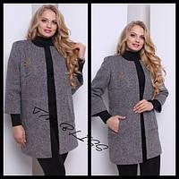 Пальто с брошью больших размеров