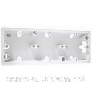 Коробка для накладного монтажа 3 пост Legrand Valena белый 776183