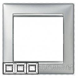 Рамка 3 поста алюминий/серебряный штрих Legrand Valena 770353
