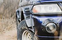 Подіуми протитуманних фар Mitsubishi Pajero Sport 1998-2004 р. в. Мітсубісі Паджеро Спорт