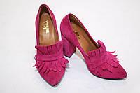 Стильные женские туфли от TroisRois с бахромой - лодочка из натурального замша Розовый