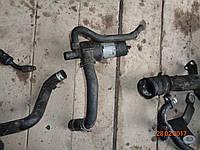 Помпа водяная Mercedes 210