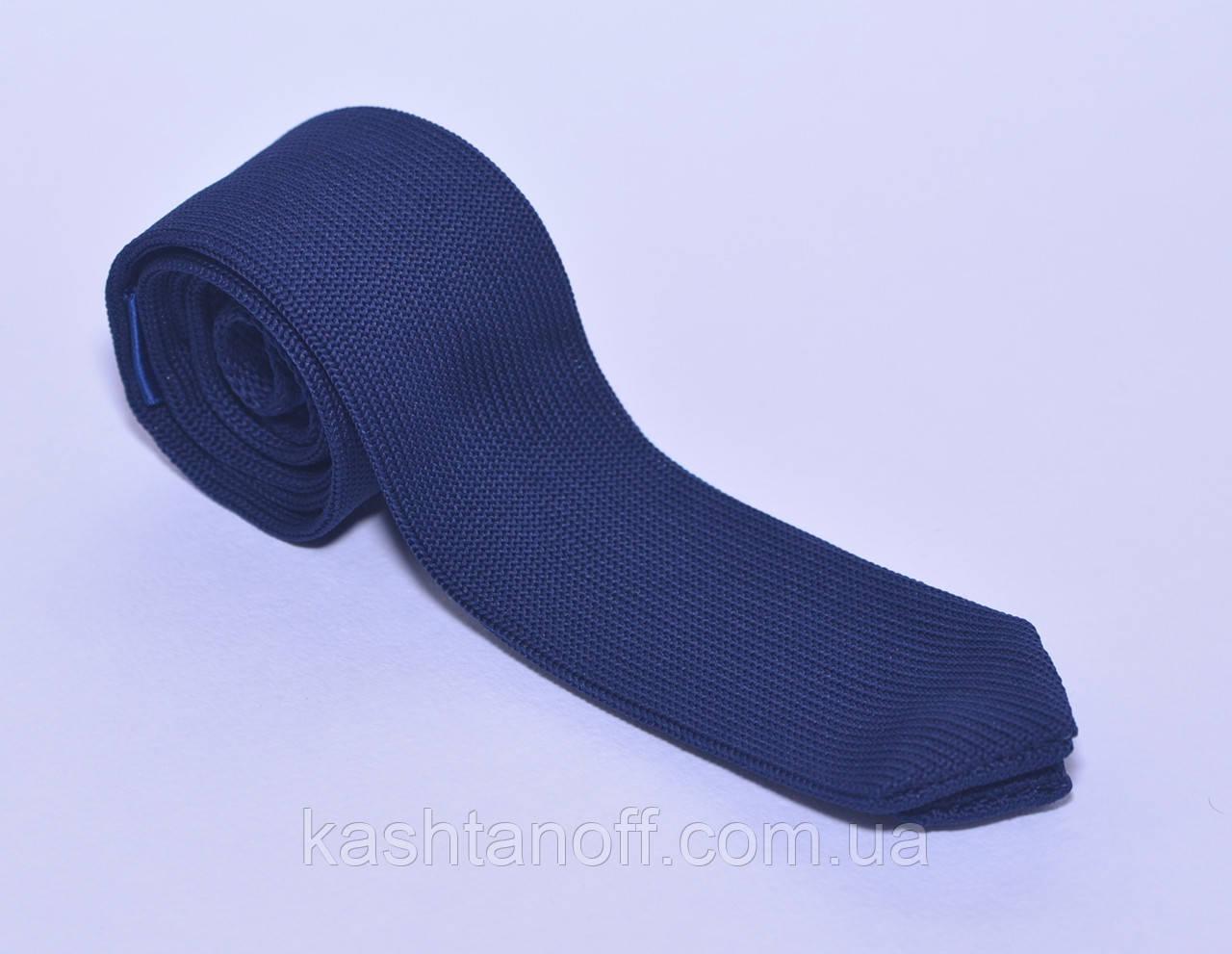Синий вязанный галстук