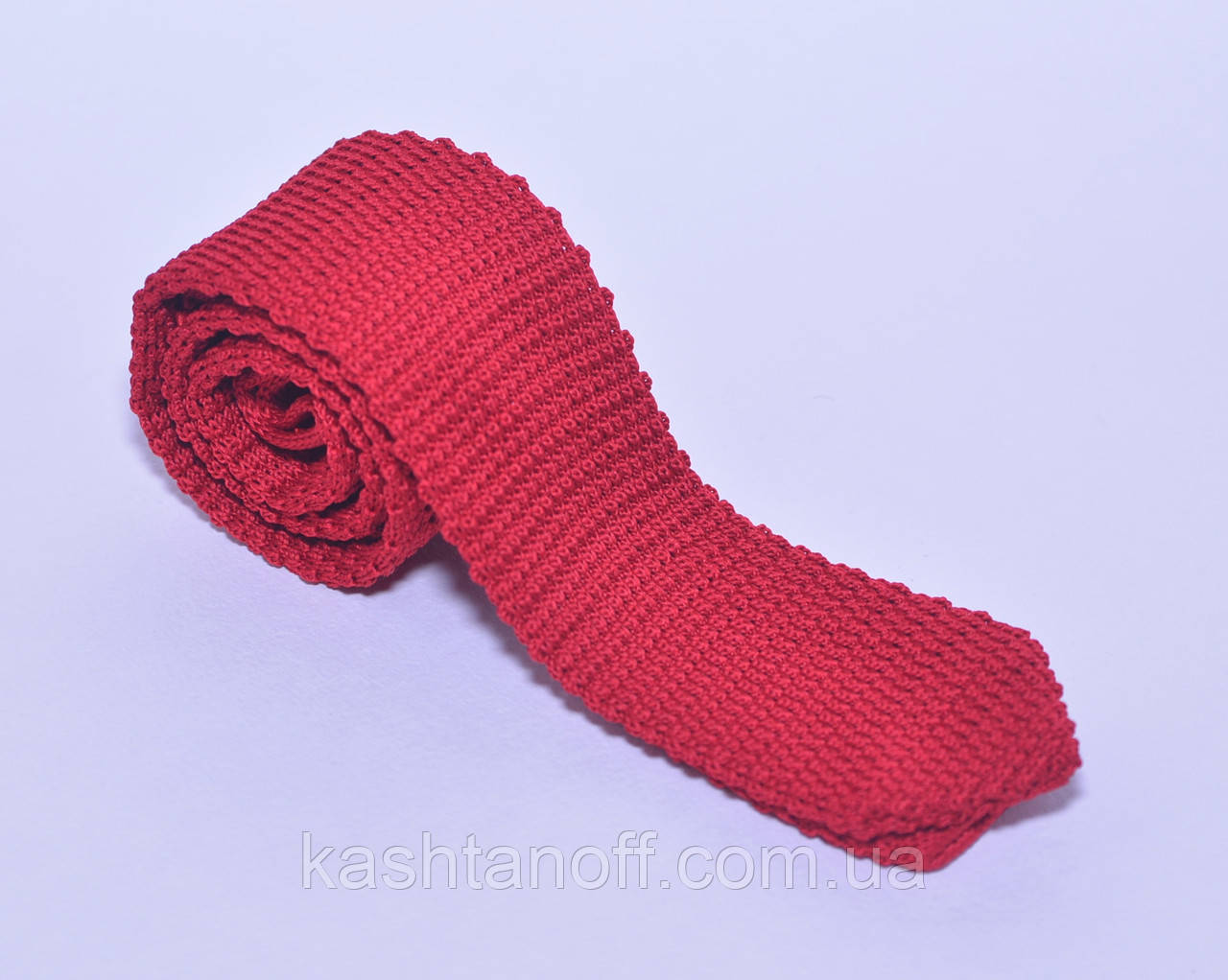 Вязанный красный галстук