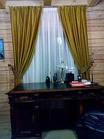 Золотистые шторы с подвязками