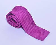 Вязанный галстук малинового цвета