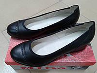 Женские туфли из натуральной  кожи на невысокой танкетке МИДА 21339 черные.