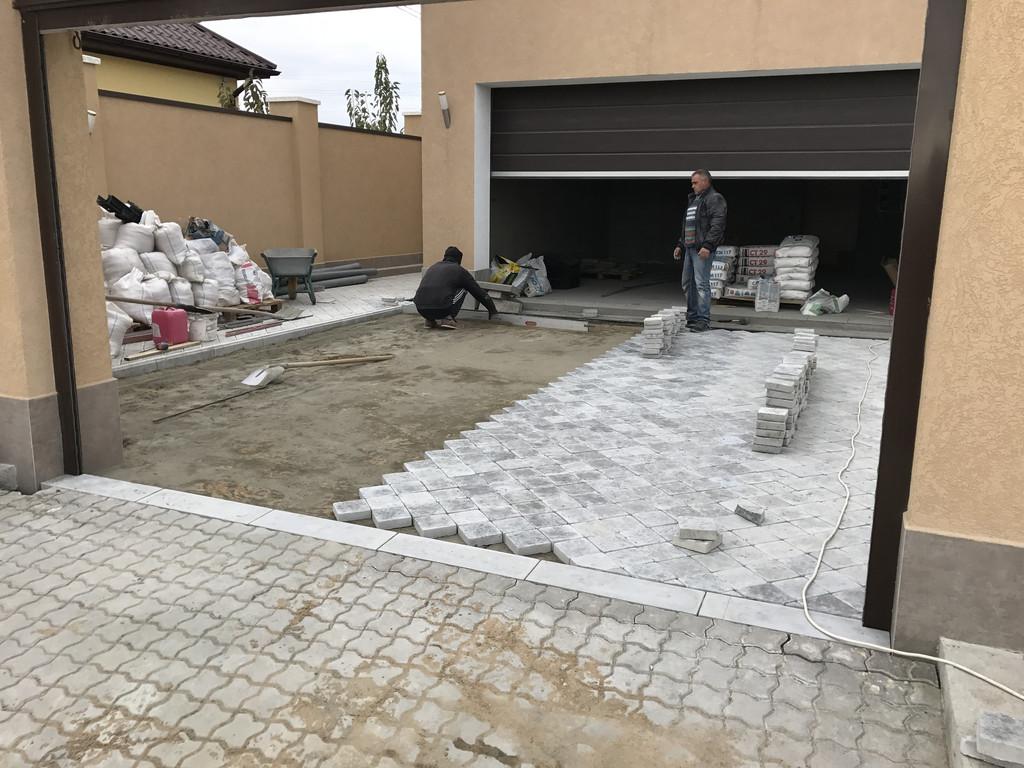 Качественная укладка тротуарной плитки с установкой ливнеприемников  (частная территория) 100 м.кв. 11