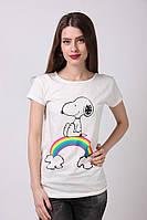 Белая женская футболка с рисунком