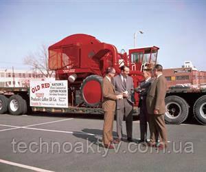 1943  International Harvester произвела первую успешную шпиндельную хлопкоуборочную машину. Машина Old Red была установлена на трактор Farmall H. Машины выставлены в Смитсоновском институте.