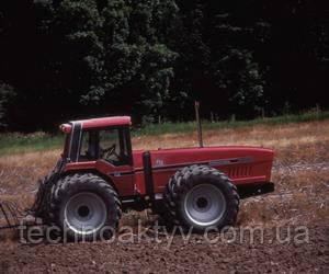 1980  International Harvester выпустила инновационный пропашной трактор 2+2 с шарнирносочлененной рамой, где водитель располагался в задней половине трактора.