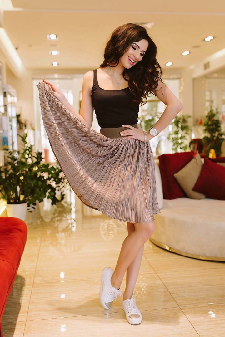 Женская юбка из трикотажа и масла