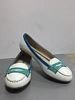 Туфли женские без каблука белые лаковые Raxmax