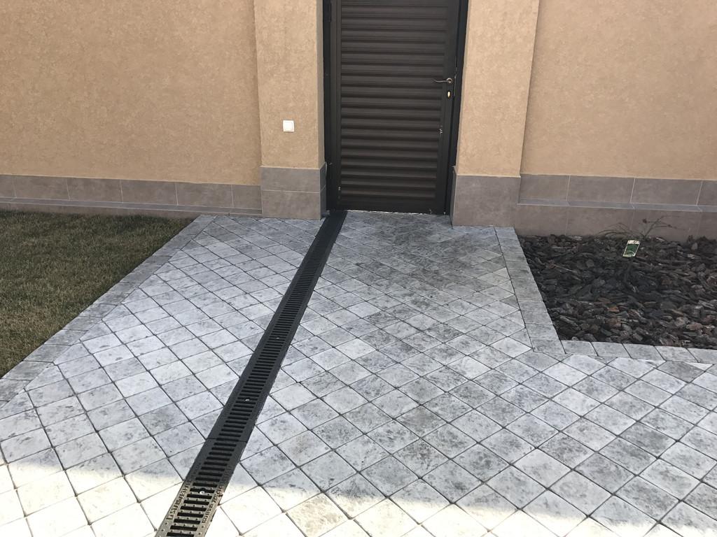 Качественная укладка тротуарной плитки с установкой ливнеприемников  (частная территория) 100 м.кв. 25