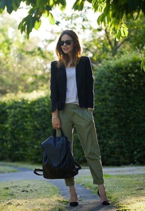 Рюкзак и классическая обувь