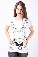 Модная футболка с зайцем