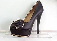 Туфли на шпильке, черные