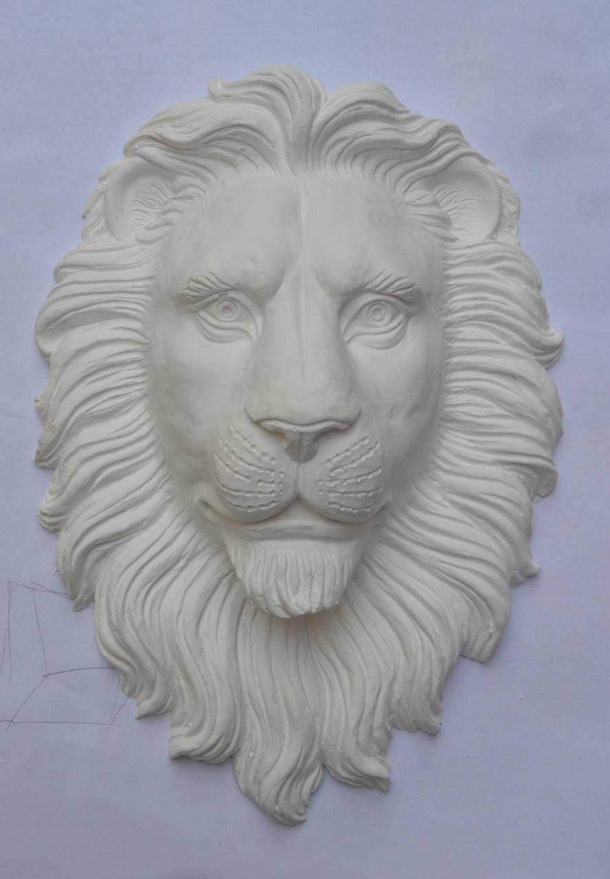 Скульптура головы льва из гипса