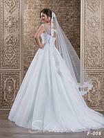 Нежная свадебная фата, украшенная гипюром