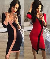 Женское облегающее  платье с декольте