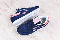 Женские кроссовки, замшевые, темно-синие, на шнурках, на белой подошве, с кожаными вставками кораллового и пуд