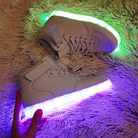 Женские белые высокие светящиеся LED - кроссовки на липучках