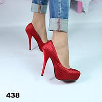 Туфли женские на шпильке, красного цвета  36,39 р-ры