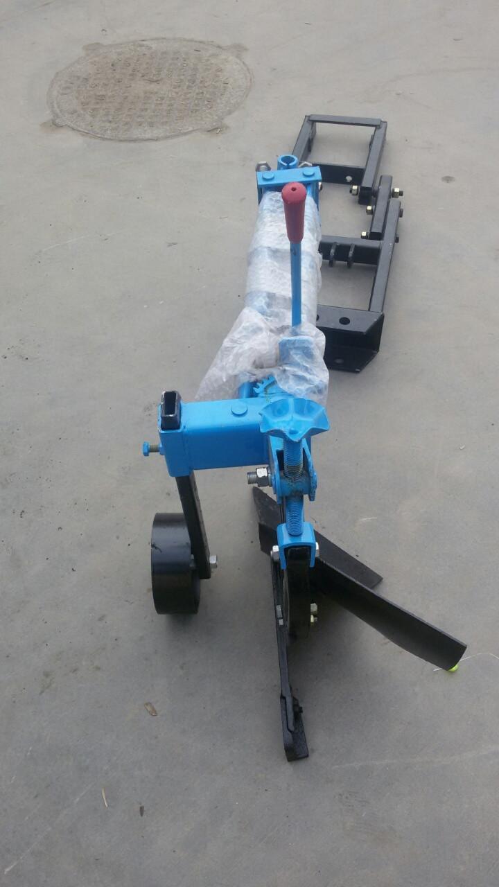 Плуг усиленный с опорным колесом для минитрактора или мотоблока