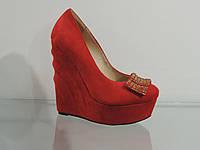 Туфли женские красные на танкетке