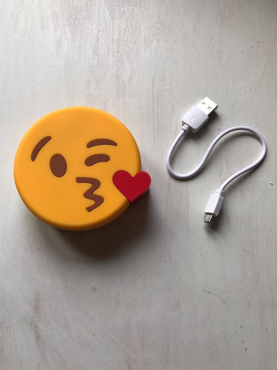 Дополнительный аккумулятор power bank смайл поцелуй для телефона 8800 мАч