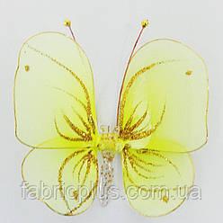 Бабочка  маленькая  на  булавке
