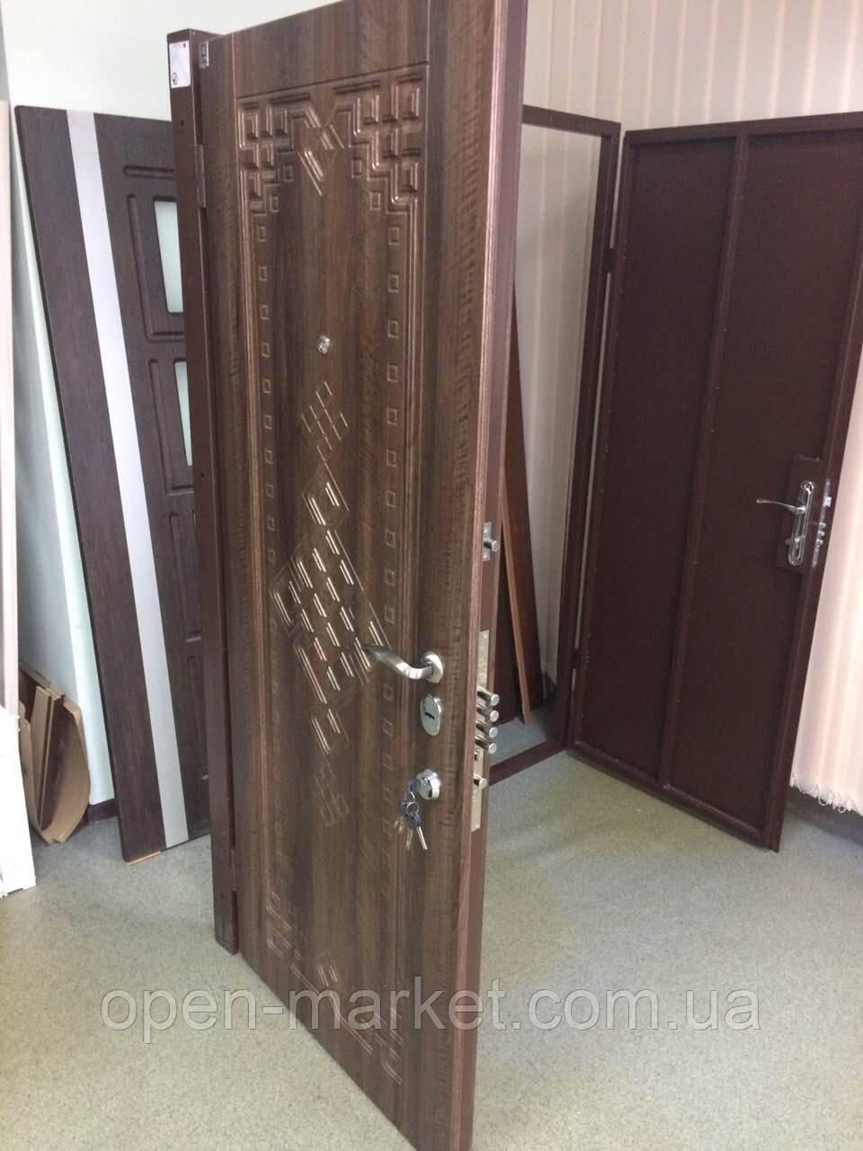 Модель 136 входные двери Саган Стандарт с замком Mottura (Моттура) 54.797, Николаев