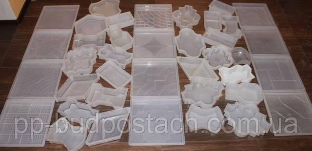 Форми для тротуарної плитки виготовляються з пластику або силікону