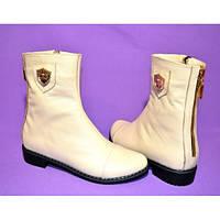 Ботинки из натуральной кожи молочного цвета на низком ходу с фурнитурой сбоку и металлической молнией по заднему шву, М-107 New г.