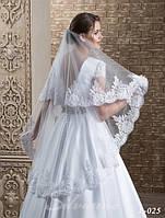 Роскошная свадебная фата, украшенная кружевом вышитым бисером