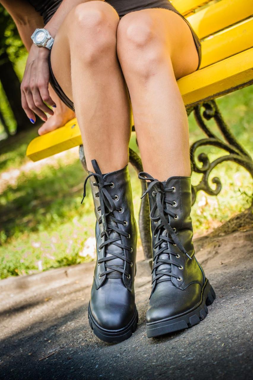 Ботинки в черной коже на шнурках на устойчивой подошве черного цвета коллекция осень-зима 2016-2017, Б-16077 Новинка! Б-16077