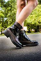 """Ботинки на шнурках в черной лаковой коже со вставками итальянской кожи с текстурой """"чешуя"""" на устойчивой подошве черного цвета коллекция"""