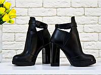 Ботинки в  черной коже с резиновой вставкой сверху отделка в виде кожаного ремешка с застежкой на высоком и устойчивом каблуке, Б-1664 TM Gino Figini