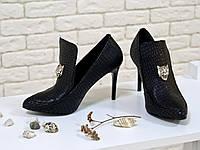 Туфли на каблуке из натуральной  текстурированной кожи черного цвета с поднятым язычком, коллекция Весна-Лето 2017, С-1703 Новинка!г.