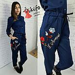 Женский стильный джинсовый комбез с вышивкой, фото 2