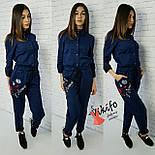 Женский стильный джинсовый комбез с вышивкой, фото 3