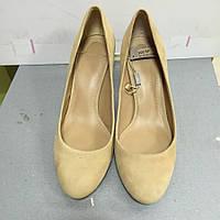Туфли женские светло-бежевые замшевые на небольшом каблучке Uterque