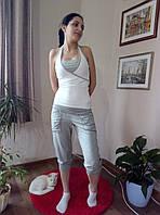 Костюм спортивный с майкой и бриджами. бело-серый, M