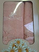 Махровые полотенца с нежным узором в подарочной упаковке 10171