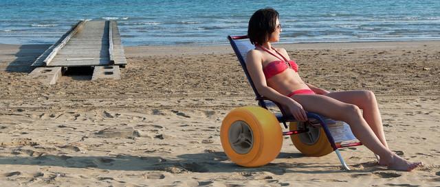пляжная инвалидная коляска для песка