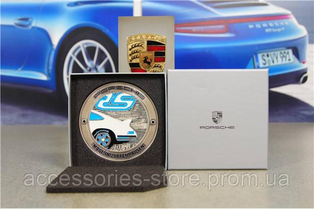 Эмблема на решетку радиатора Porsche Grille badge – RS 2.7 – limited edition