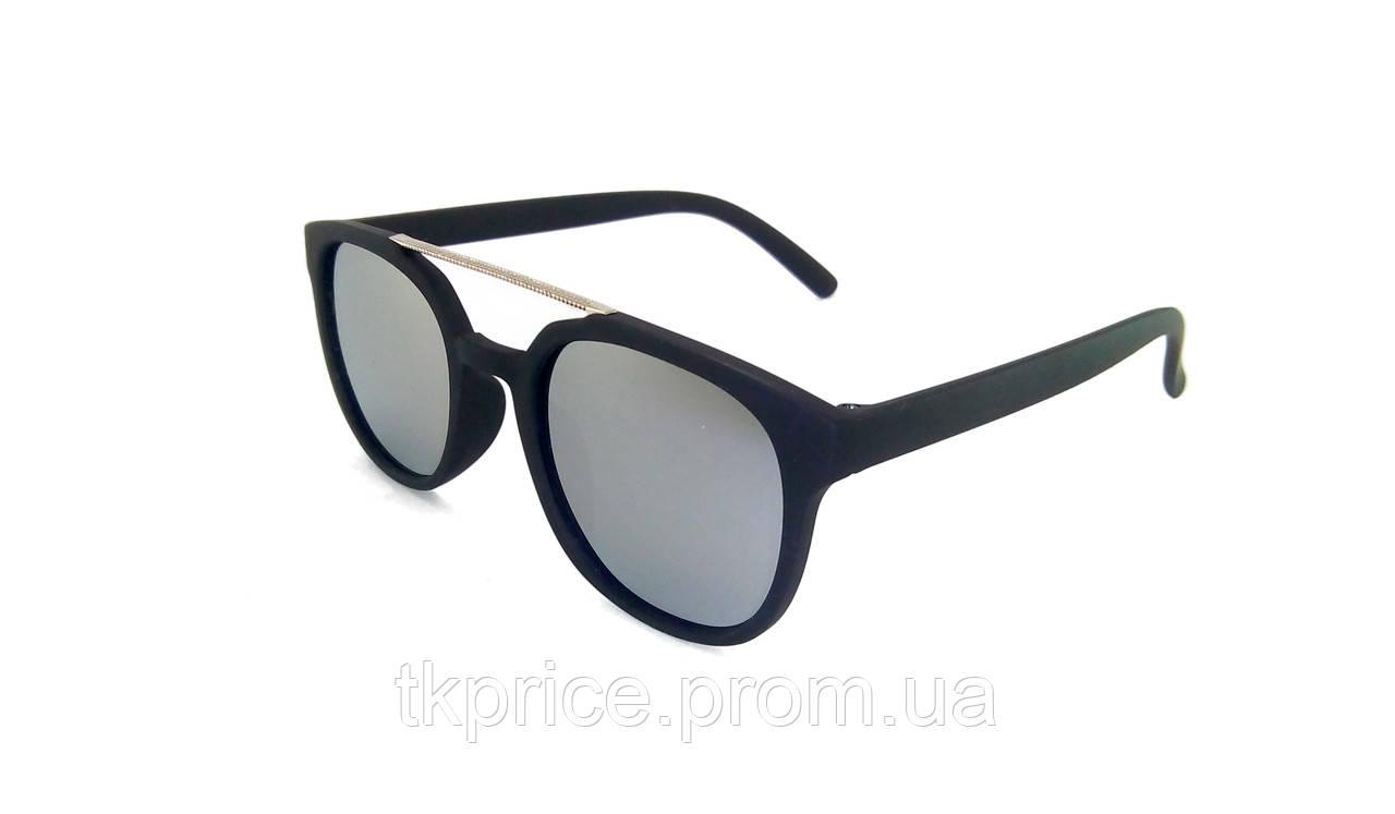 Матовые солнцезащитные очки 8605